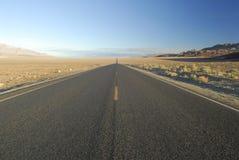 Datenbahn in der Mojave-Wüste, Kalifornien lizenzfreie stockfotos