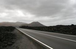 Datenbahn in der vulkanischen Landschaft Lizenzfreie Stockfotografie