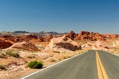 Datenbahn durch Wüste Stockbild