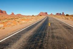Datenbahn durch Wüste Stockfoto