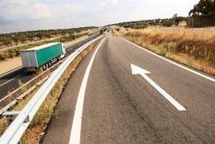 Datenbahn mit großem LKW lizenzfreies stockfoto