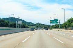 Datenbahn mit hellem Verkehr stockfoto