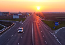 Datenbahn am Sonnenaufgang lizenzfreies stockfoto