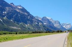 Datenbahn und Berge Stockfoto