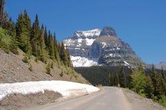Datenbahn und Berge Stockfotografie
