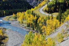 Datenbahn und Fluss in einer schönen Form stockfotos