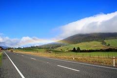 Datenbahn und Regenbogen stockfotos