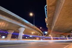 Datenbahn und Straße stockfotos