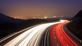 Datenbahn, wie sie durch Donostia überschreitet Stockfotos