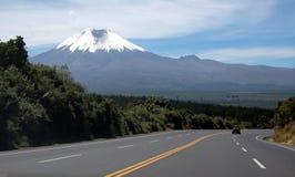 Datenbahn zum Cotopaxi-Vulkan Stockfotografie