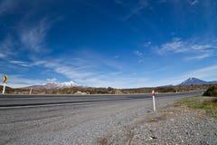 Datenbahnstraße um Berge Lizenzfreies Stockbild