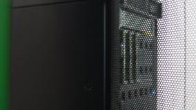 Datenbankspeicher im Serverraum, rechnende Wolke, Informationssystemsicherheit stock footage