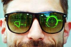 Datengraphik auf Sonnenbrille Stockfotos