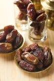 Dates ou kurma rouges, nourriture traditionnelle dans Moyen-Orient Photos stock