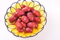 Dates rouges dans le panier Photos stock