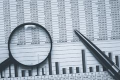Dati di riserva finanziari del foglio elettronico del ragioniere di attività bancarie in bianco e nero Foto monocromatica concett immagini stock libere da diritti