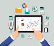 Dati digitali di progetto di concetto di analisi piana dell'uomo d'affari Vettore IL illustrazione di stock