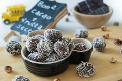 Datiert Schokoladenbälle lizenzfreie stockbilder