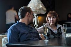 Datierung in Kaffee mit Rotwein Stockfotografie