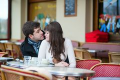 Dating couple kissing in a cafe Royalty Free Stock Photos