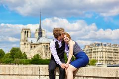 Dating couple near Notre-Dame in Paris Royalty Free Stock Photos