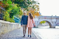 Dating couple in Paris on a fall day Royalty Free Stock Photography
