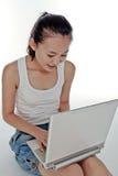 dator henne bärbar datorkvinnabarn Arkivfoton
