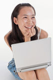 dator henne bärbar datorkvinnabarn Fotografering för Bildbyråer