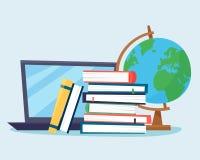 Dator med böcker och jordklotet utbildning online Royaltyfria Foton