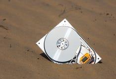 Dator som är hardrive i sand Royaltyfri Bild