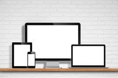 Datorbildskärm, bärbar dator, minnestavlaPC och mobiltelefon Fotografering för Bildbyråer