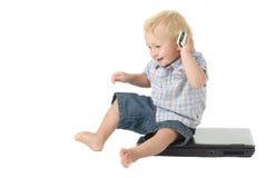 datorläs-och skrivkunnighetlitet barn Arkivfoton