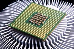 Datorprocessor och element på svart bakgrund royaltyfri fotografi