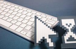 Datortangentbord på blå bakgrund datortecken framförande 3d illustration 3d Royaltyfri Fotografi