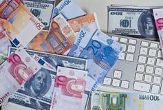 Datortangentbord, skräpade ner pengar Royaltyfria Bilder