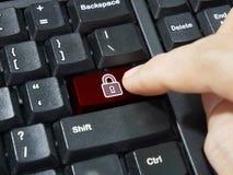 Datortangentbordet skriver in knappen med den säkerhetssystemet och hänglåset Royaltyfria Foton
