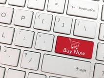 Datortangentbordet skriver in knappen med köpet den sy nu och shoppingvagnen Fotografering för Bildbyråer