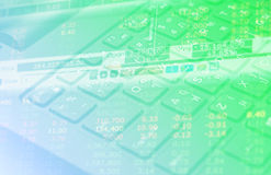 Datos de las finanzas del mercado de acción sobre el concepto del negocio del fondo del teclado para el uso del fondo Fotografía de archivo libre de regalías