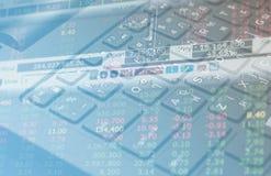Datos de las finanzas del mercado de acción sobre el concepto del negocio del fondo del teclado para el uso del fondo Foto de archivo libre de regalías