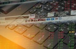 Datos de las finanzas del mercado de acción sobre el concepto del negocio del fondo del teclado para el uso del fondo Fotografía de archivo