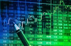 Datos financieros sobre un monitor, datos del mercado de acción sobre estafa de la pantalla LED Fotos de archivo