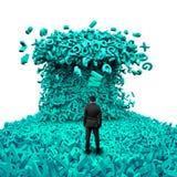 Datos grandes Hombre de negocios que hace frente a una onda enorme del tsunami de los caracteres imágenes de archivo libres de regalías