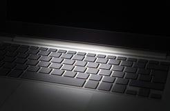 Datos y concepto cibernético de la amenaza de la seguridad Crimen, hurto de identidad y timo financieros en línea de Internet Imagen de archivo