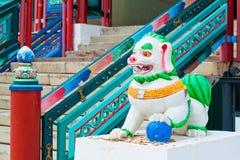 datsan的Ivolginsky,佛教白色狮子 免版税库存照片