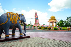 Dattatreya寺庙和85 ft Hanuman Murti 免版税库存照片