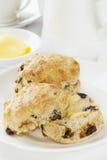 Dattel-Scones mit Butter Stockfoto