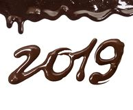 Datum des neuen Jahres 2019 geschrieben durch geschmolzene Schokolade auf ein weißes lizenzfreies stockbild