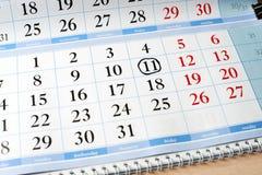 Datum am Kalender wird mit schwarzem Kreis markiert Lizenzfreie Stockbilder