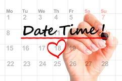 Datumtid som markeras på kalender Arkivfoto