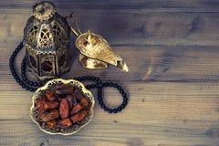 Daty, arabski lampion i różaniec, dekoracja ramadan Fotografia Stock